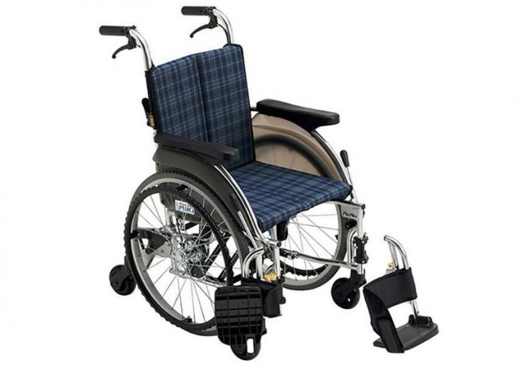 自走用多機能 六輪車いす SKT-5「スキット5」(ノーパンク)